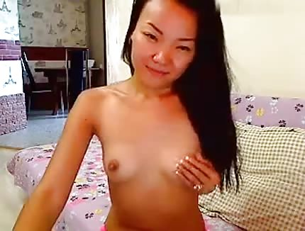 Maylee shows hot body on cam